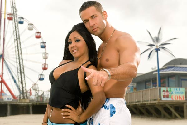 http://nobodyputsbabyinahorner.files.wordpress.com/2010/01/jersey-shore-snooki-and-the-situation.jpg